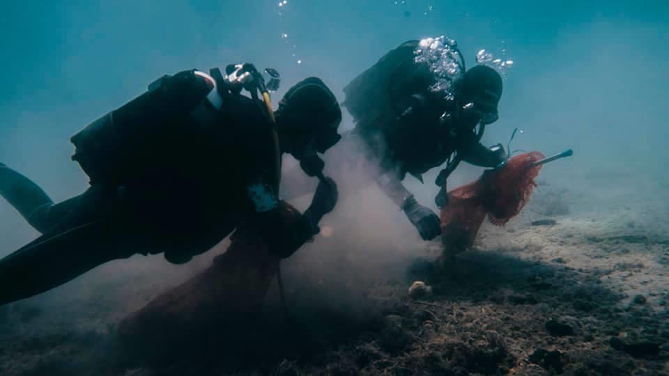Akcija sakupljanja otpada u uvali Vodenjak na otoku Ižu